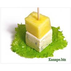 """Канапе с ананасом и сыром дорблю"""""""
