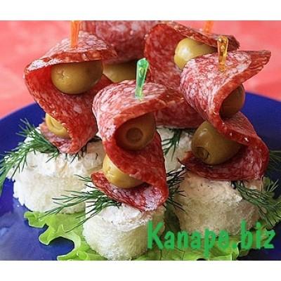 Канапе с салями и оливками