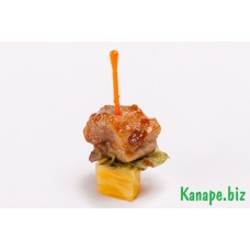Канапе с копчёной курицей и ананасом